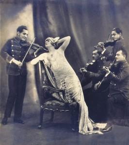 Kosáry Emmi Vereczki Szilviaként Kálmán Imre a Csárdáskirályné c. operettjében