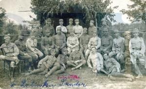Latinca Sándor katonatársai gyűrűjében, PIL