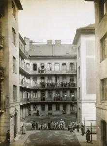 Pesti bérkaszárnya, 1910