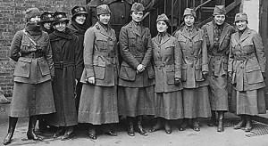 Katonai egyenruhák - nőben az erő