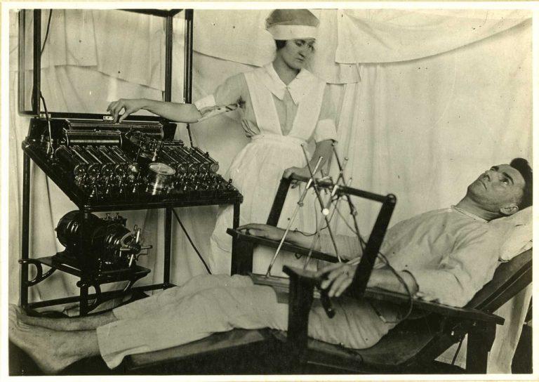 Elektroterápiához használt berendezés az I. világháború idején (wikipedia, Creative Common - CC BY 2.0)